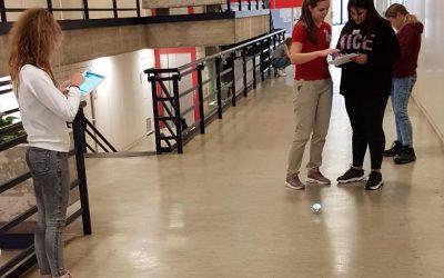 Von leuchtenden Sphären und hüpfenden Robotern