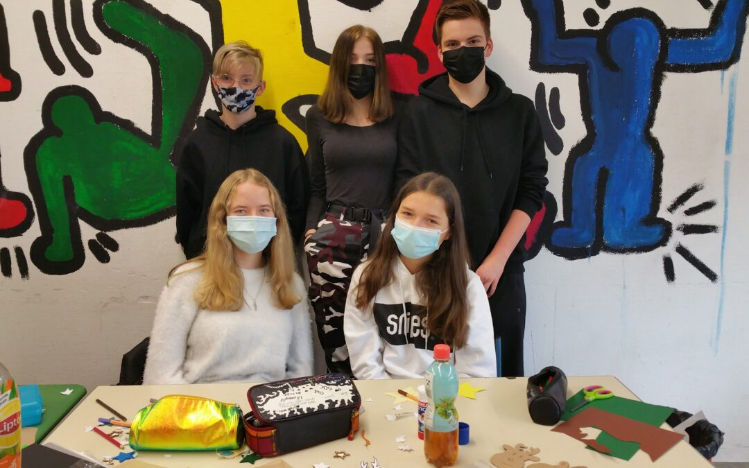 Schüler der Geschwister-Scholl-Realschule beschenken Heimbewohner